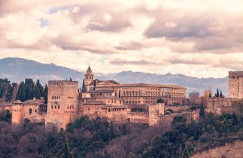 Alhambra Guided Tour from Seville IT